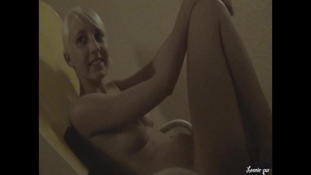 PUBLIC FICK! Dirty fun in the sauna area!